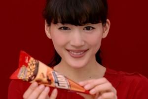 綾瀬はるかが頑張る人を応援 グリコ『ジャイアントコーン』TV-CM「自分を労う」篇&メイキング映像
